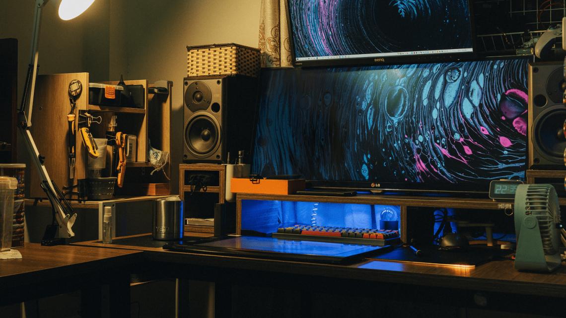 Monitor dla gracza i inne akcesoria gamingowe – co wybrać na prezent?