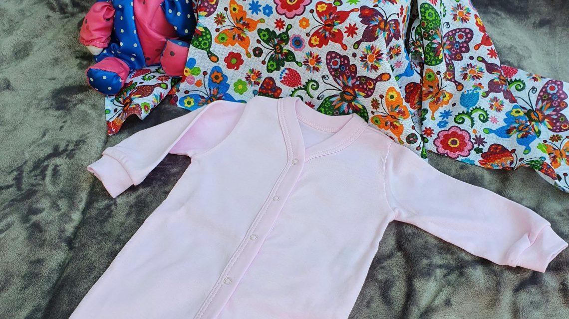 Pajace niemowlęce: uniwersalność kroju, koloru i wykonania